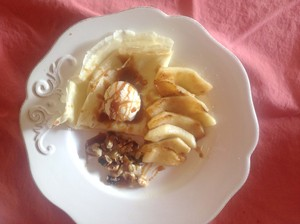 Crêpes with Apples and Caramel Sauce