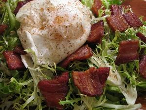 A recipe for a wonderful and simple poached egg salad (aka: Salade Lyonnaise)