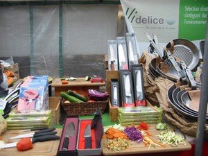 Take Care with the Knives: Videlice Knives Sold at Paris Markets & Online
