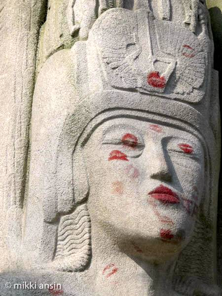 Paris News: No More Kisses for Oscar Wilde Tomb at Pere Lachaise Cemetery