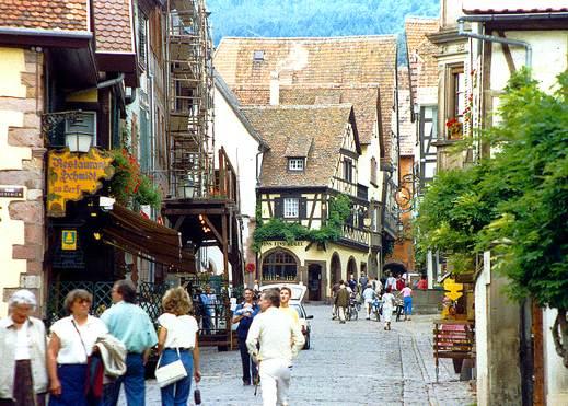Riquewihr in Alsace: Cremant d'Alsace and Alsatian Wine Tour