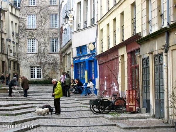 Paris Right Bank Movie Location: Rue des Barres in le Marais