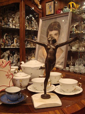 Ask The Antiques Diva™: Flea Marketing in the Paris of the East