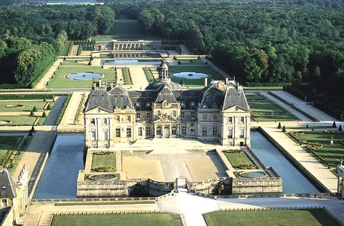Vaux le vicomte dinner by candlelight dessert by fireworks for Hotel fontainebleau france