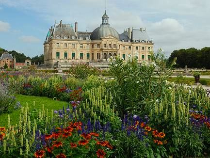 Vaux-le-Vicomte: The History of Chateau and its Owner, Nicolas Fouquet