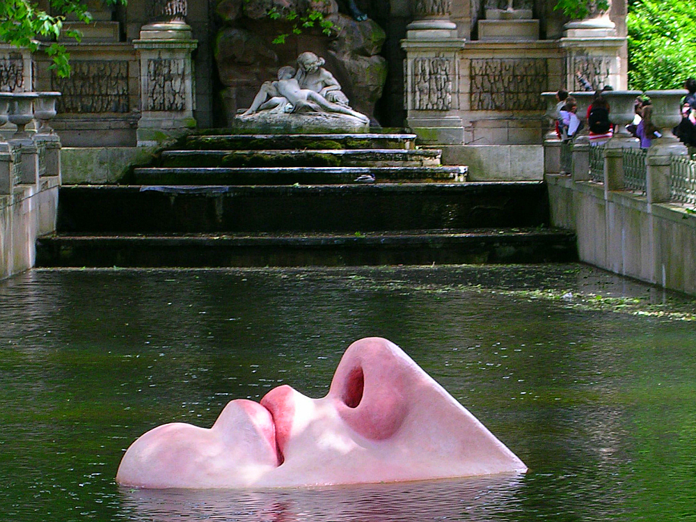 "Médici Fountain, Lotta Hannerz's ""Venus"" Water Mobile/ Photographer Theodora Brack"