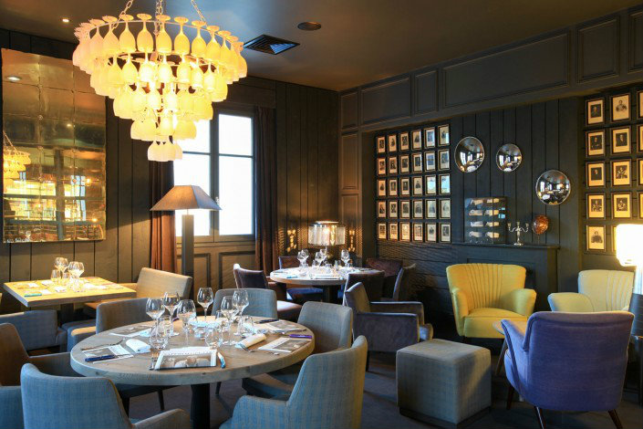 Inside Saperlipopette restaurant
