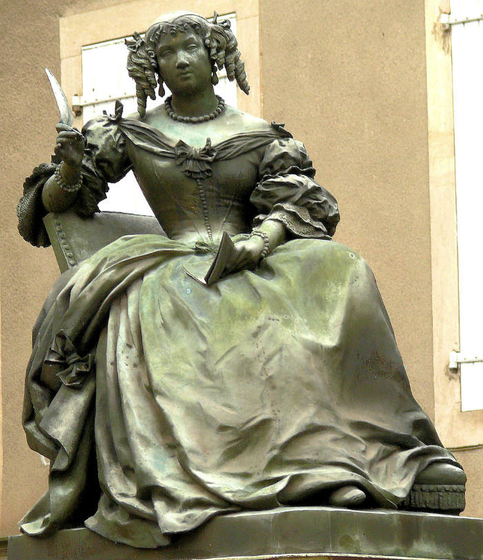A statue of Madame de Sévigné in Grignan /by MOSSOT-Wikipedia