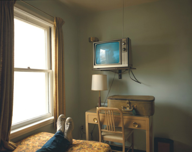 Room 125, Westbank Motel, Idaho Falls, Idaho, July 18, 1973, from the Uncommon Places series. Courtesy of the artist, Stephen Shore, and 303 Gallery, New York
