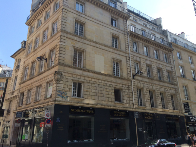 Apartment rental investment property near the Louvre in Paris