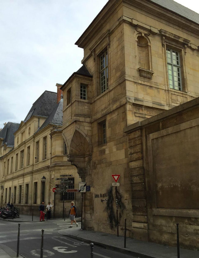 Bibliothèque historique de la Ville de Paris by Loui  Franke