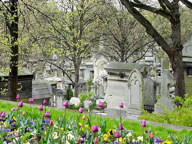 Looking down the hill at Père Lachaise by Näkymä Père-Lachaiseen/ Public Domain