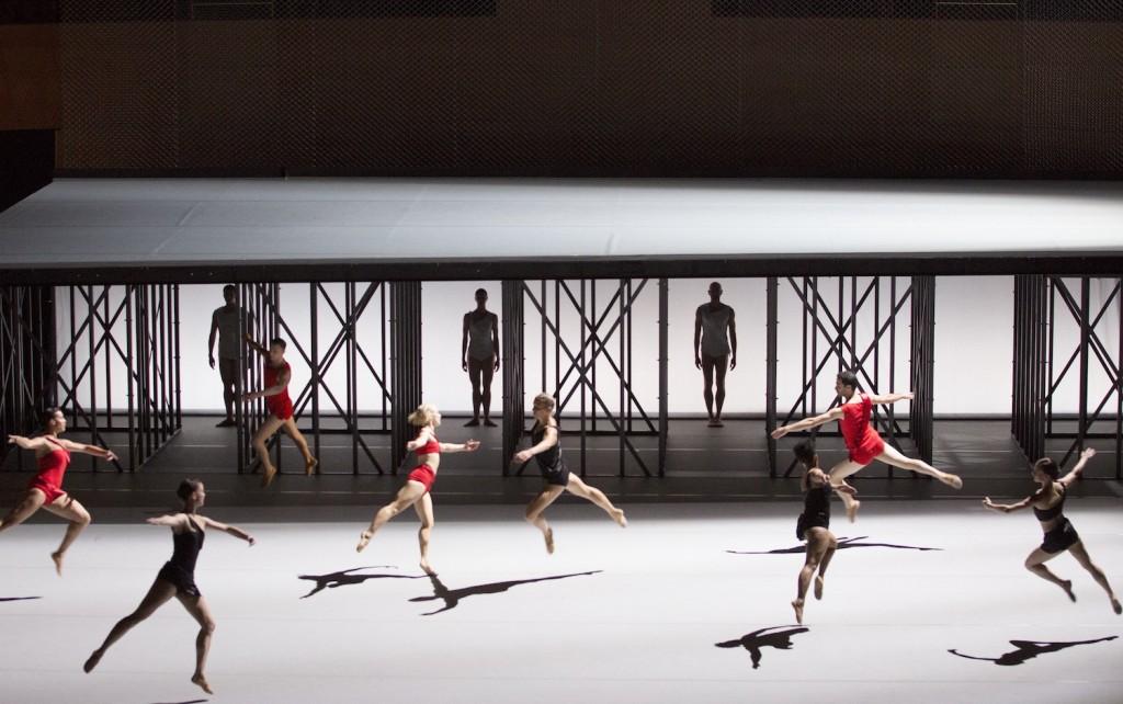 Available Light John Adams : Lucinda Childs : Frank Gehry Festival d'Automne à Paris© 2015 Craig T. Mathew