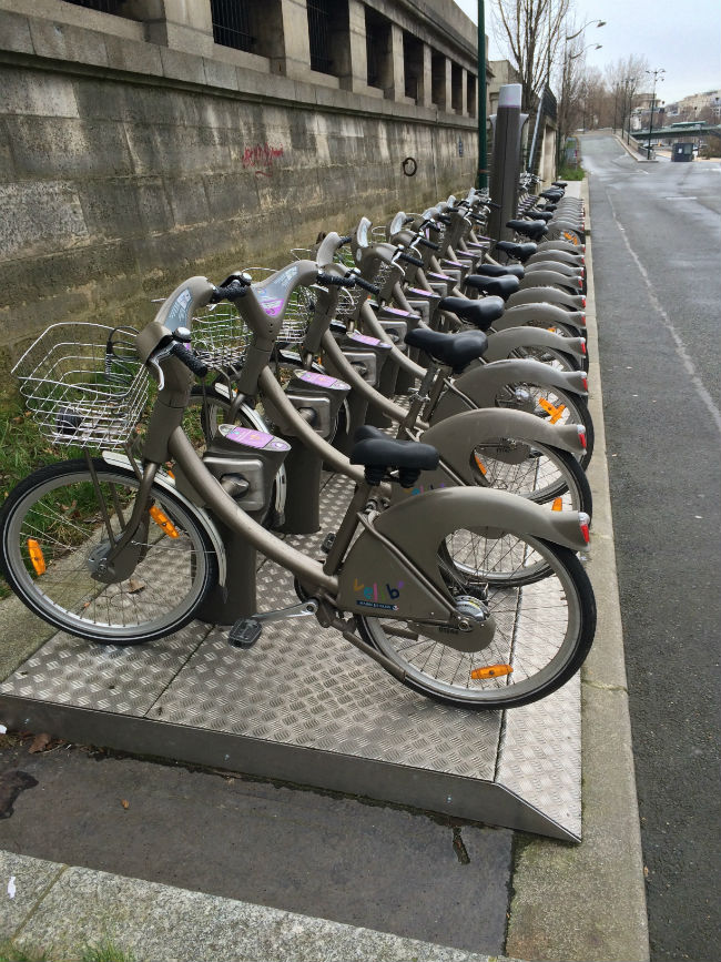 A velib' station on the Seine/ Andy Quan