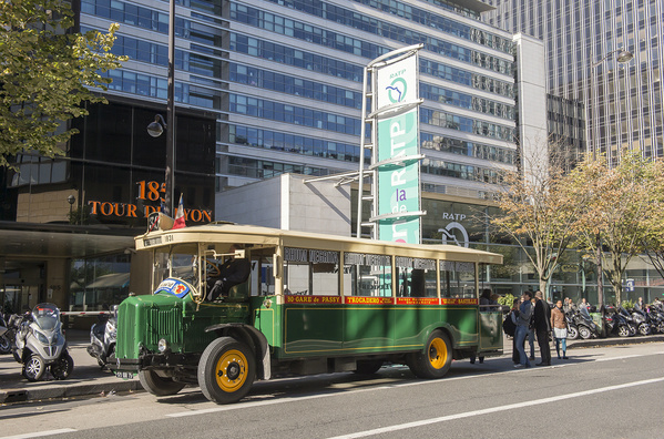 vintage RATP bus