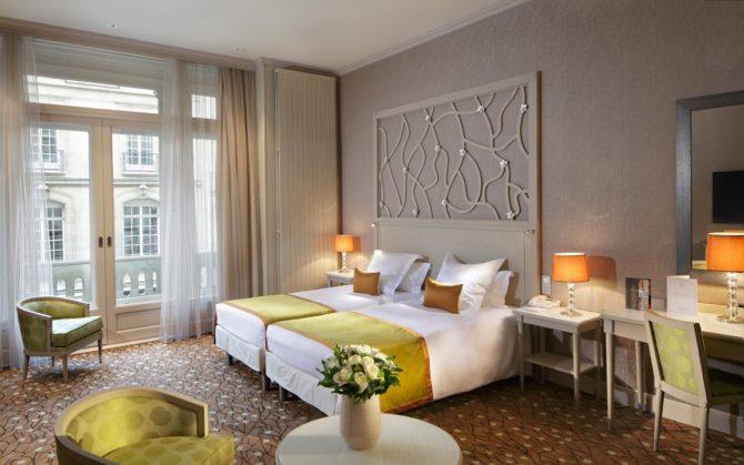 The Splendid Étoile Hotel – Parisian Elegance with a View