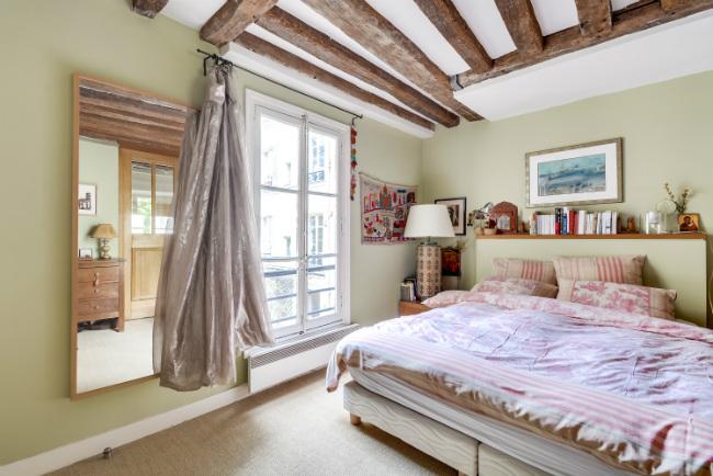 Paris apartment for sale near the Place des Vosges