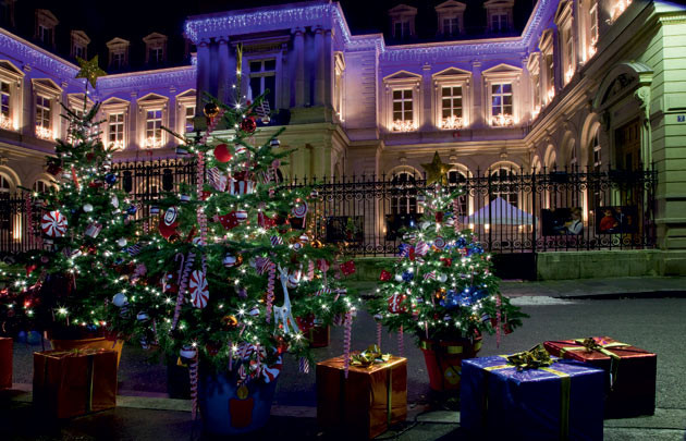 Holiday decorations in Paris