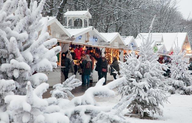 The christmas market on the Champs-Elysées