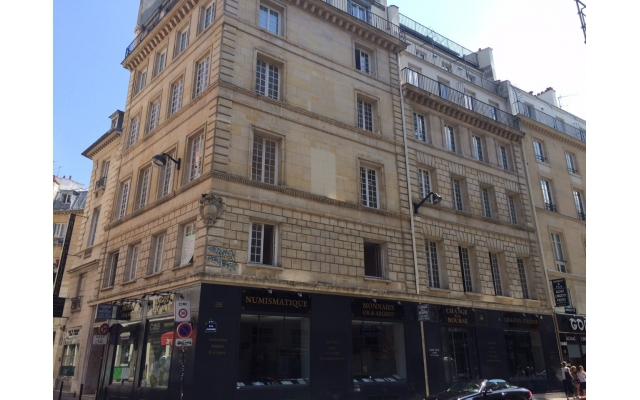 apartment for sale near the Louvre in Paris