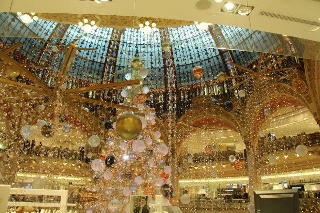 an intergalactic christmas at galeries lafayette in paris