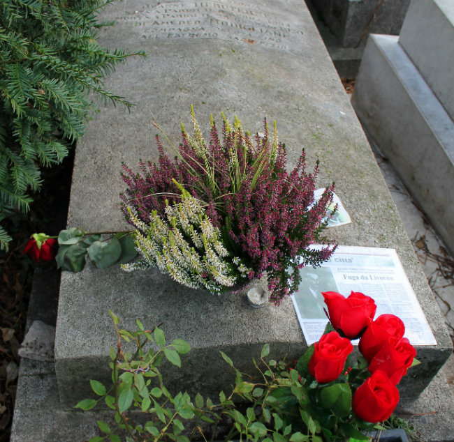 Amadeo Modiglani and Jeanne Hébuterne's grave