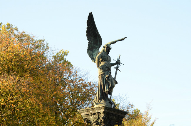 The angel in Parc Montsouris