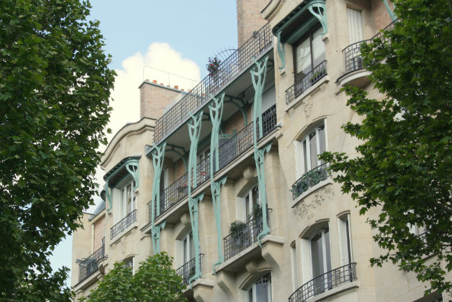 Art Deco facade in the Village d'Auteuil