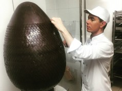The incredible #Easter egg by Chef Michaël Bartocetti