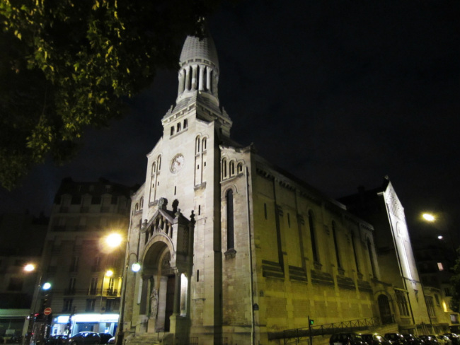 The Eglise d'Auteuil at night
