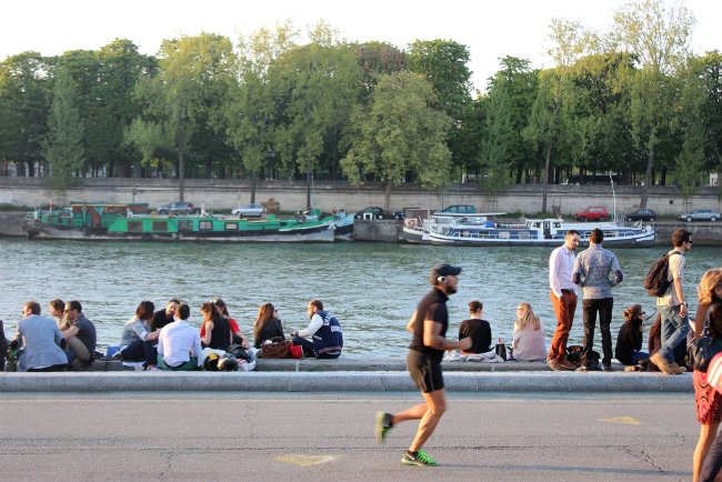 Running on the Berges de Seine