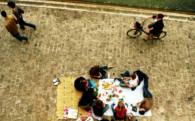 How to Enjoy a Perfect Parisian Picnic