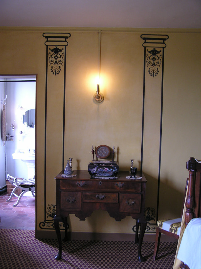 Bedroom/bathroom at Maurice Ravel's former home in Montfort l'Amaury