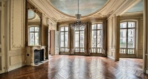 spacious Paris apartment for sale in the 7th