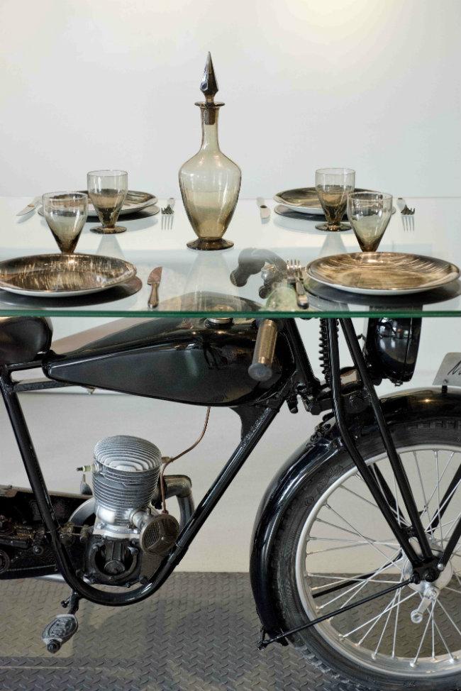 À TABLE !, curated by Mathilde de L'Ecotais