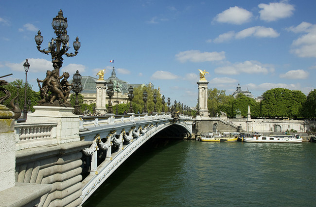Pont Alexandre III courtesy of Emilio del Prado/Flickr
