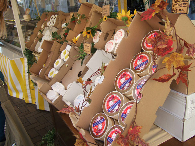 French cheeses on sale at a farmer's market by Ben Sutherland/Flickr
