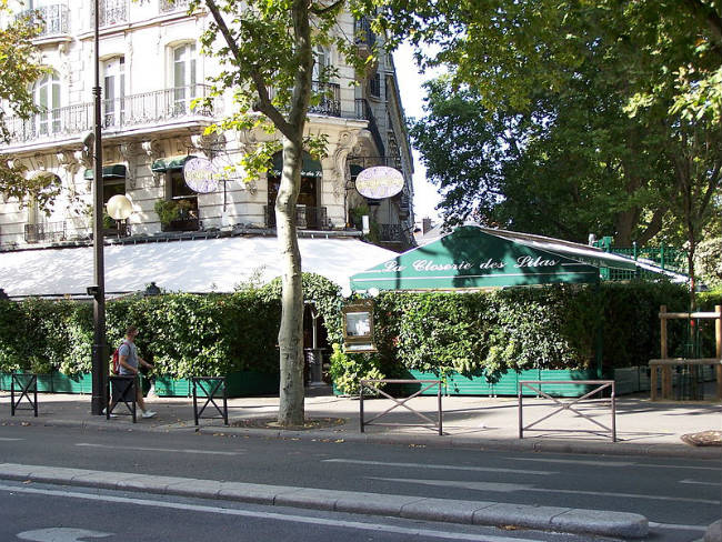 View of the brasserie/restaurant La Closerie des Lilas at boulevard du Montparnasse in Paris / Public Domain
