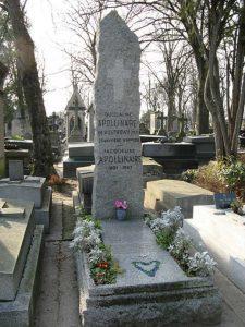 Apollinaire's grave in Pere Lachaise / Public Domain