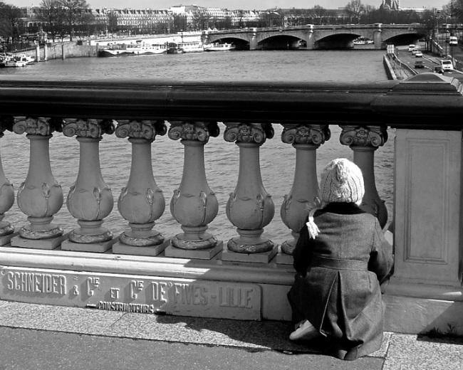 Exploring the bridges over the Seine in Paris