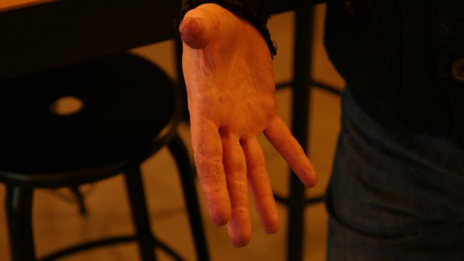 Wine-stained hands chez Les Vignerons Parisiens