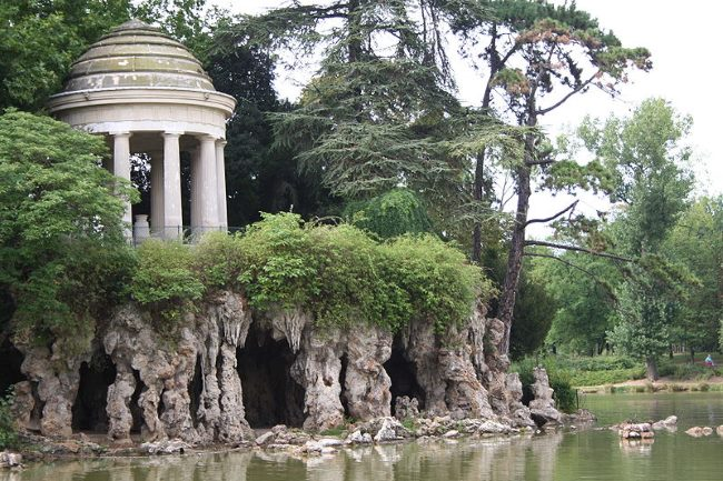 The Temple of Love on Lac Daumesnil in the Bois de Vincennes courtesy of Georges Seguin & Creative Commons