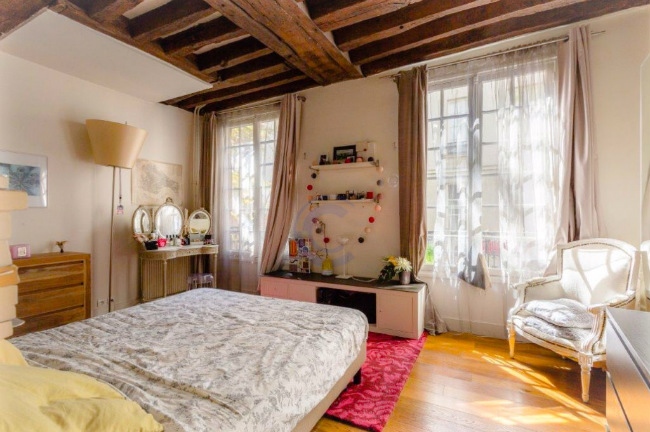 Beautiful apartment for sale in the Marais district