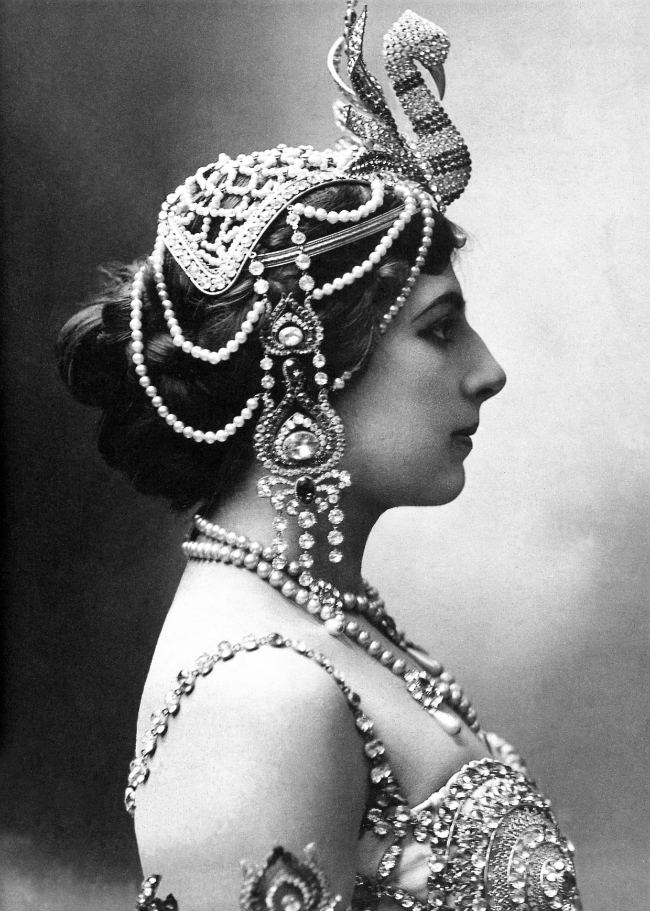 Cherchez la Femme: Mata Hari, Female Spy of the Great War