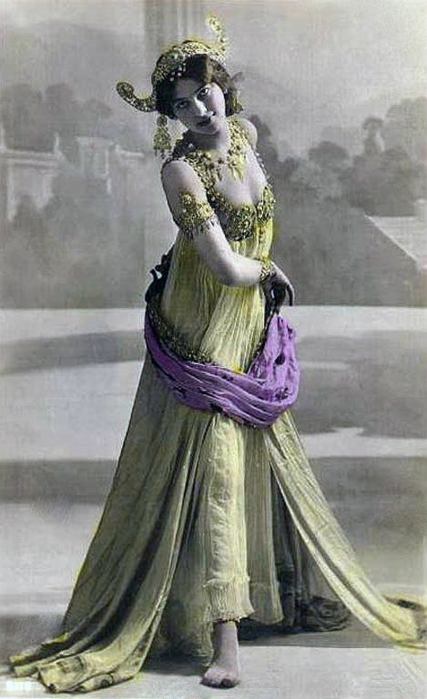 1906 postcard of Mata Hari in Paris