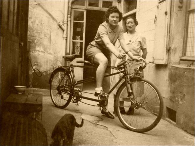 Biking to the Arc de Triomphe