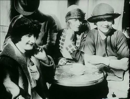 Left Bank Lesbians in 1920s Paris