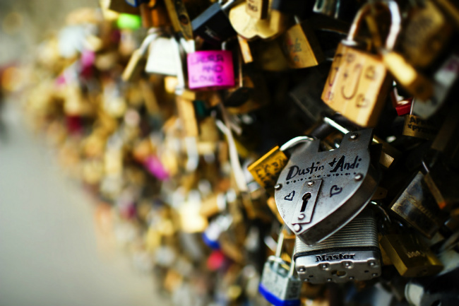 """Paris """"Love Locks"""" to be Auctioned for Charity"""
