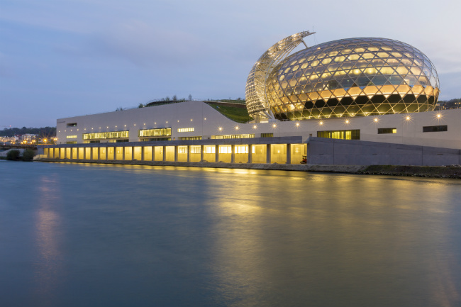 New on an Island outside Paris: La Seine Musicale