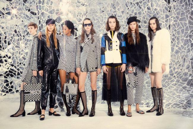 Spring/Summer 2018 Fashion Week Storms Paris